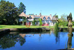 居外网在售法国20卧18卫曾经整修过的房产总占地18000平方米EUR 3,300,000