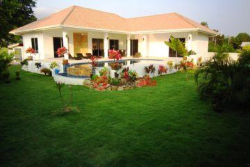 居外网在售泰国3卧3卫新房的房产总占地650平方米THB 8,000,000