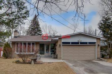 居外网在售加拿大4卧3卫曾经整修过的房产总占地1117平方米CAD 2,989,000